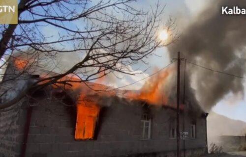 Ne daju ognjište: U Nagorno Karabahu svi će ZAPALITI svoje kuće pre dolazaka Azerbejdžanaca (VIDEO)
