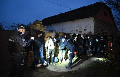 Novi detalji NEREDA u migrantskom kampu: Povređena dva policajca, haotični prizori
