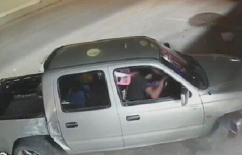 Vozač izgubio kontrolu nad vozilom, čudo kako nije izazvao tragediju (VIDEO)