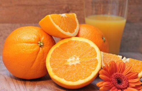 Ceo život ovo POGREŠNO radimo: 2 prosta načina da PRAVILNO i brzo oljuštite pomorandžu (VIDEO)