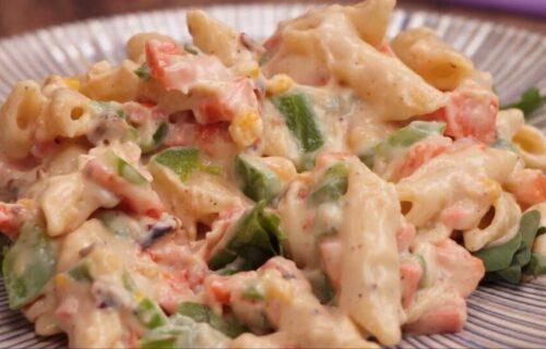 Večernji obrok koji će vas zasititi: Neodoljive PENE sa povrćem u belom sosu (RECEPT+VIDEO)
