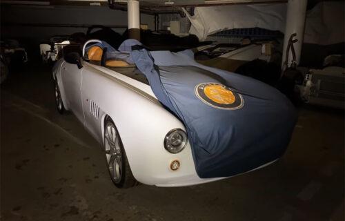 Bogatstvo u napuštenoj garaži! Automobili vredni 30 miliona funti skupljali prašinu (VIDEO)