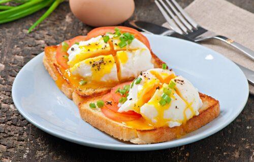 Bogovski doručak: Napravite sami POŠIRANA JAJA i uživajte u bogatom ukusu, kao da ste u restoranu (VIDEO)