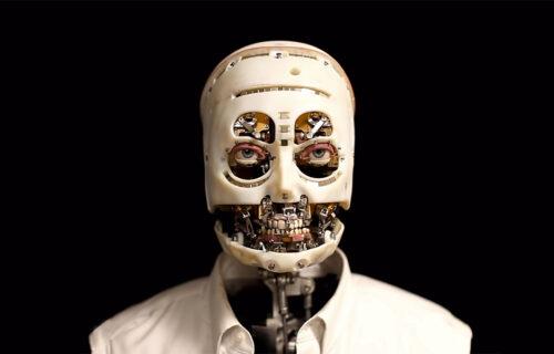 Pogled ispod obrva: Diznijev robot oponaša ljude, ali izgleda zastrašujuće (VIDEO)
