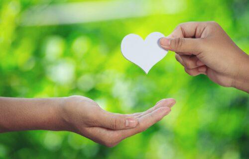 Svetski dan ljubaznosti: Vreme je da se HVALA, IZVINI i OPROSTI vrate u modu!