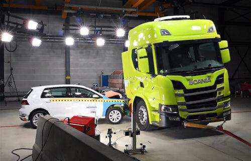 Ovako se štite baterije: Prvi snimak crash testa električnog kamiona (VIDEO)