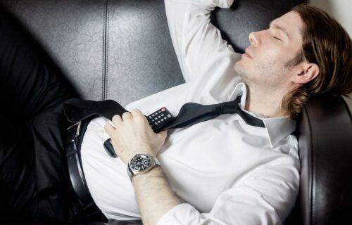 Greška koju mnogi prave: Zbog čega NIKAKO ne smete da zaspite uz upaljen televizor?