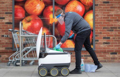 Roboti osvojili engleski grad! Imaju specijalan zadatak i građani ih obožavaju (VIDEO)