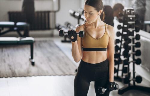 Kućni trening za JAČANJE mišića: Najefikasnije vežbe za GRUDI i triceps (VIDEO)