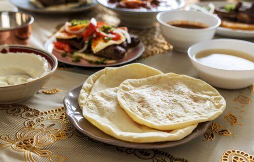 Kakva kombinacija! TURSKE LEPINJE sa grčkim jogurtom: Doručak koji ćete obožavati (FOTO+RECEPT)