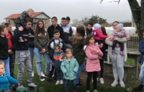 NAJBOGATIJA ulica u Srbiji o kojoj svi pričaju: U četiri kuće živi tridesetoro dece! (FOTO)