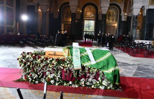 Simbolika PET izloženih predmeta u Hramu: Evo zaštoje patrijarh prekriven zelenim plaštom