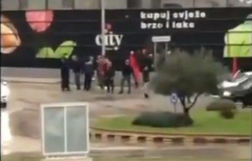 Milovi krenuli da OSKRNAVE Amfilohijev mural: Kada su videli ko ga BRANI, odmah su pobegli (VIDEO)