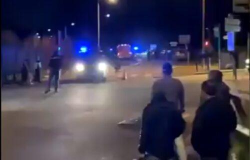 Drama kod Pariza: Muškarac ZAPUCAO, pa uzeo ženu za TAOCA, ima ranjenih (VIDEO)