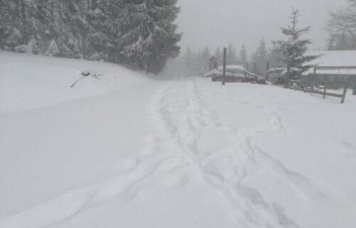 KOLAPS u Sjenici zbog snega: Šlogirani vozač saniteta jedva dobio pomoć, više od 1.000 kuća u MRAKU