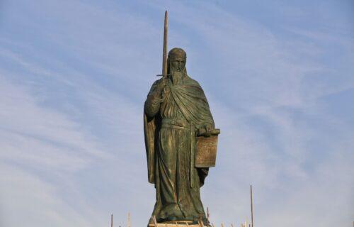 Sve što niste znali o najvećem spomeniku SRPSKE ISTORIJE: Zašto u ruci drži mač, a ne krst?