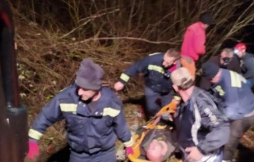 Drama kod Kolašina: Kombi sleteo sa magistrale u PROVALIJU, državljani Srbije spasavani SEDAM sati (FOTO)