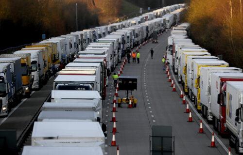 Srpske kamiondžije GLADUJU u obruču vojske i policije: AGONIJI u Engleskoj se ne nazire kraj