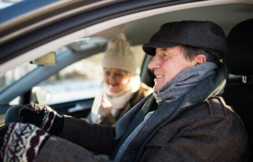 Ne sedajte za volan u ZIMSKOJ JAKNI ili kaputu, opasno je!