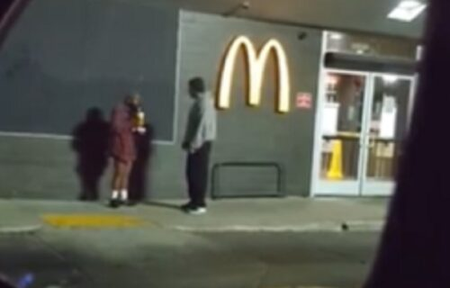 Došao u restoran po hranu, pa video beskućnika u gaćama: Bez oklevanja napravio neviđen GEST (VIDEO)