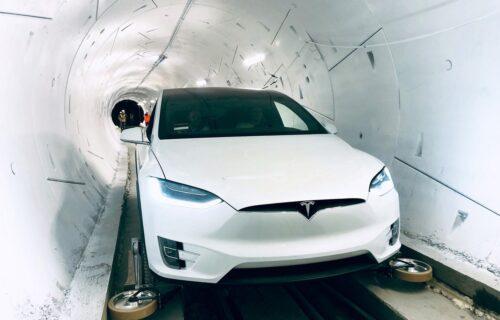 Paranoja prevladala u STRAH: Kina uvela hitnu ZABRANU za Tesline automobile, u ove zone nema ulaska!
