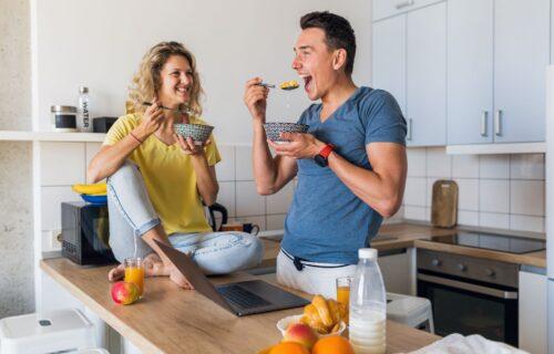 Ako ovo radite, pravite veliku GREŠKU: Šta se zaista dešava u našem organizmu ako jedemo PREBRZO
