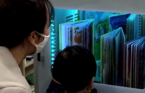 Japanske biblioteke u borbi protiv korone: Kroz ovu mašinu sve knjige moraju da prođu (VIDEO)