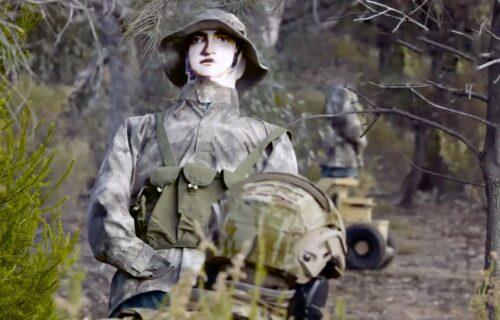 """Roboti jurišaju i psuju na 57 jezika: Marinci vežbaju na """"pametnim"""" metama (VIDEO)"""