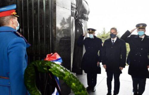 Dan VOJNIH veterana: Ministar Stefanović položio venac na Spomenik neznanom junaku (FOTO)