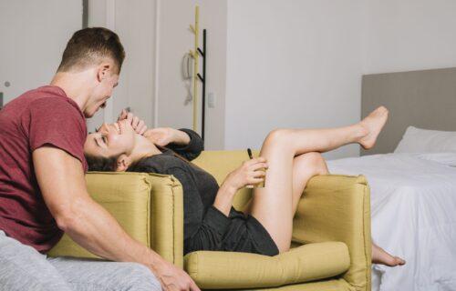 Momci su konačno našli način da dobiju šta žele - jedan POKRET i u njihovoj ste omiljenoj POZI (VIDEO)