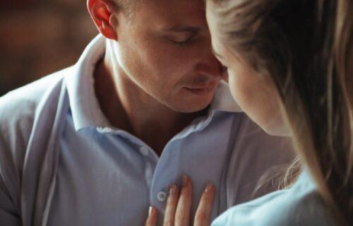 Uželela sam ga se, svako veče se VOLIMO: Ćerka pronašla biološkog OCA, pa se zaljubila u njega