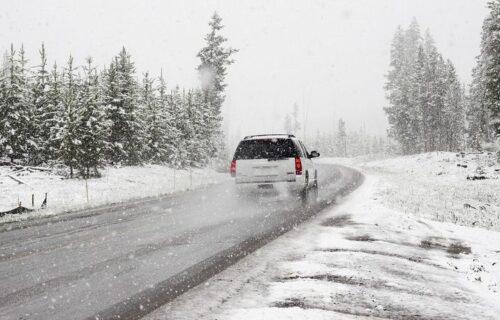 Izdato UPOZORENJE za sve vozače! U ovim delovima Srbije sutra će biti i do 25 centimetara snega