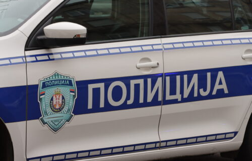 Vozač izazvao HAOS u Nišu: Naleteo kolima na drvo, jedna osoba povređena