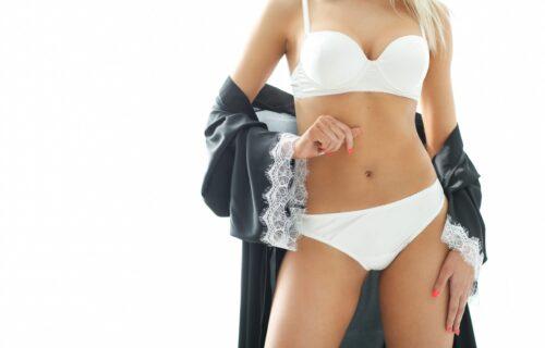 Uz ovo će i doček Nove godine kod kuće biti seksi: Budite zavodljive čak i u BADE MANTILU (FOTO)
