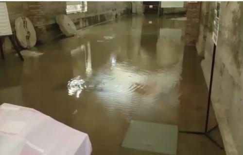 Skoro POLA VEKA nije ovoliko kiše palo u Splitu: Vodene bujice preplavile ulice kod komšija (VIDEO)