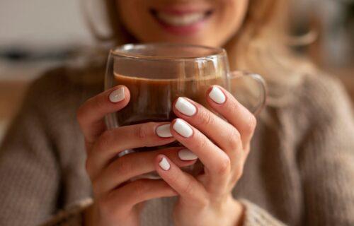 Ukusno, zdravo i sa neočekivanim sastojkom: Vruća čokolada bez mleka (RECEPT)