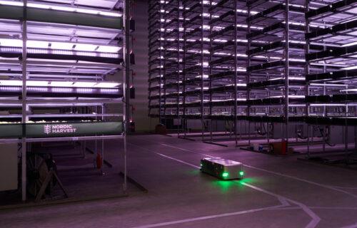 Farme budućnosti: Roboti sade povrće, koje ne vidi sunce (VIDEO)