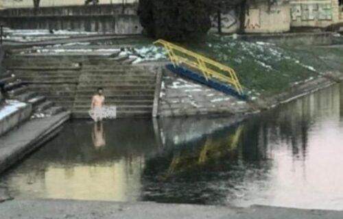 Neviđeno! Go muškarac se prošetao centrom Zrenjanina, a ono što je uradio ŠOKIRALO  je mnoge (FOTO)