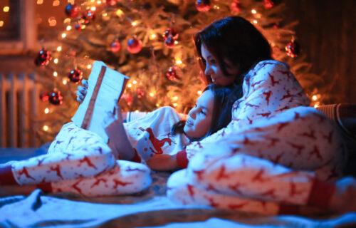 Psiholozi objasnili: Deci treba čitati PRE SPAVANJA