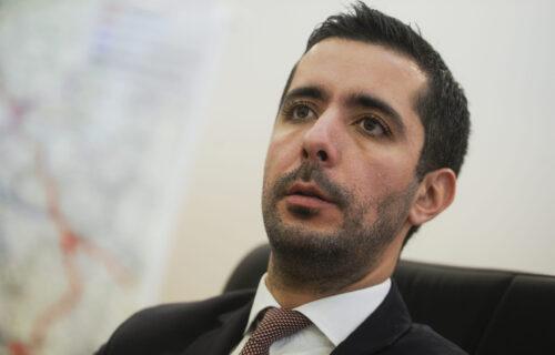 Zakon isti za sve: Ministar Momirović je danas pogrešio i odmah je platio kaznu! (FOTO)