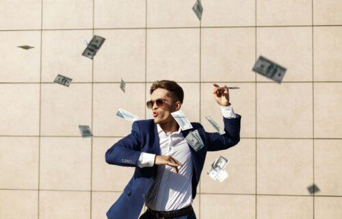 Ako želimo punije novčanike u 2021, vreme je za promenu: 6 stvari na koje besmisleno bacamo pare