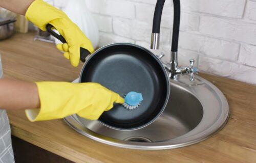 Nikada ne bacajte ULJE u sudoperu, ili WC ŠOLJU: Evo šta da uradite sa njim