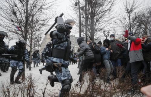Šta se dešava u Rusiji? Na protestima veoma dramatični prizori, juriša se na demonstrante (FOTO+VIDEO)