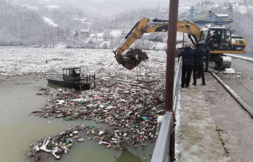 """Sutra počinje čišćenje nataloženog otpada u Limu: Ekipe sa mehanizacijom stigle do brane """"Potpeć"""""""
