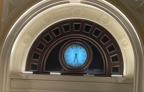 Ponovo otkucava: Posle 24 godine radi sat na zgradi stare Železničke stanice