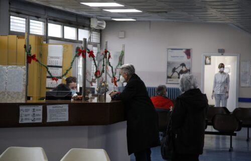 Danas počeli sa radom kol centri za STARIJE od 65 godina: Pružaju pomoć oko prevoza i prijave za vakcinu