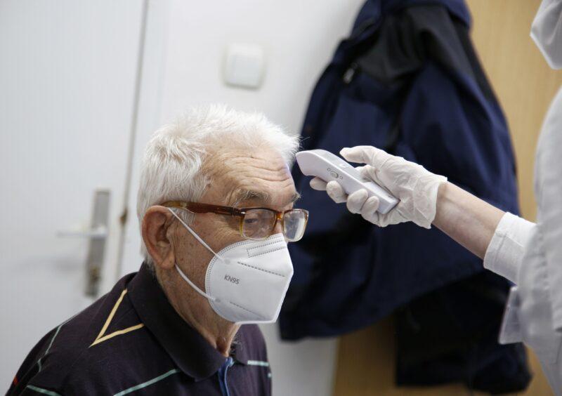 Mali broj NEŽELJENIH reakacija na Fajzerovu vakcinu prijavljen u Srbiji: Evo šta preporučuju stručnjaci