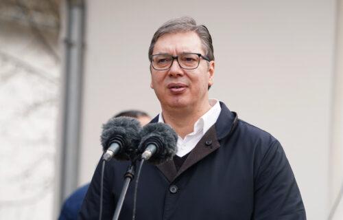 """""""Kao da sam predosetio na kakve su laži spremni"""": Vučić o optužbama da je njegova porodica vakcinisana"""