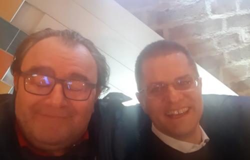 JEZIV PRIZOR: Vuk Jeremić se smeje najglupljem rasističkom i seksističkom vicu ikada (UZNEMIRUJUĆI VIDEO)
