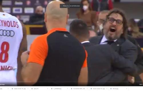 Trinkijeri se zaleteo na sudiju: Italijan hteo da bije Crnogorca zbog sporne odluke! (VIDEO)